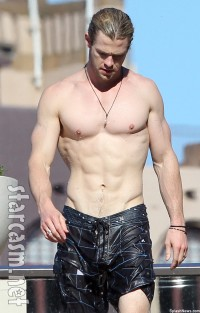 Chris-Hemsworth-shirtless-Down-Under